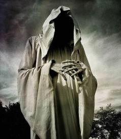 И бледна смерть на всех глядит